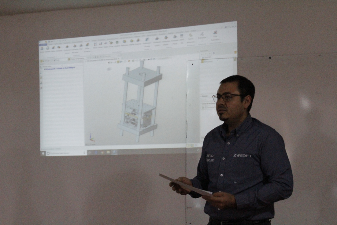 Figure 3. Jesus, ZWSOFT Country Manager in Mexico, is introducing ZW3D to students